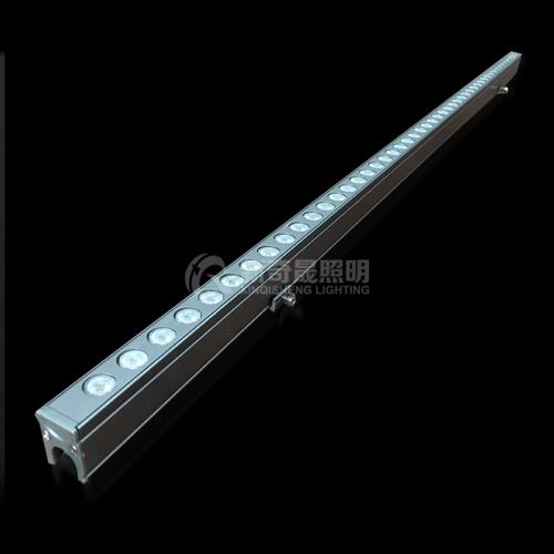 消费者还可以通过线型洗墙灯的外壳材料来辨别其质量的优劣